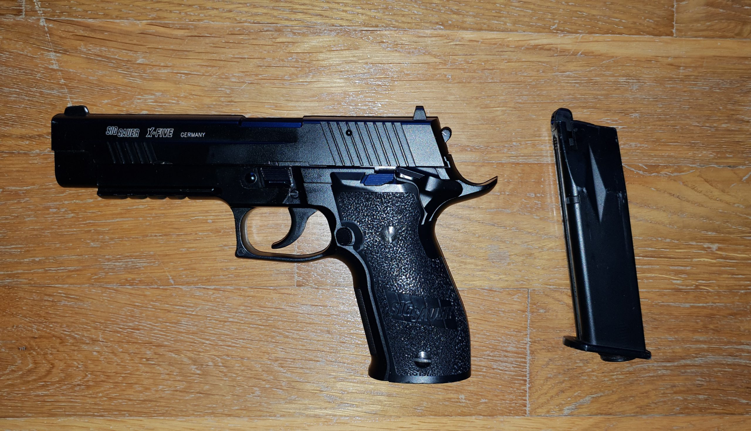 Sig Sauer blow back full metal CO2